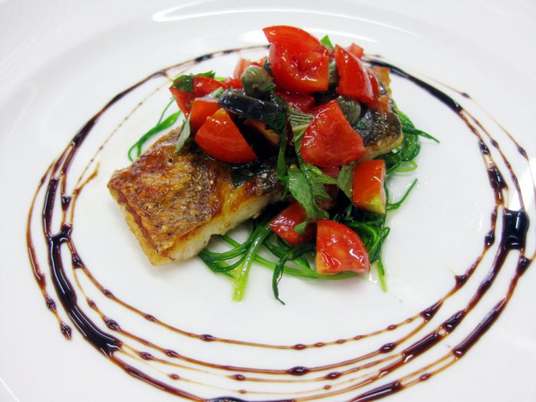 新メニュー『今月の洋食』 本日の魚のポワレ にいみ農園産ミニトマトのケッカソース