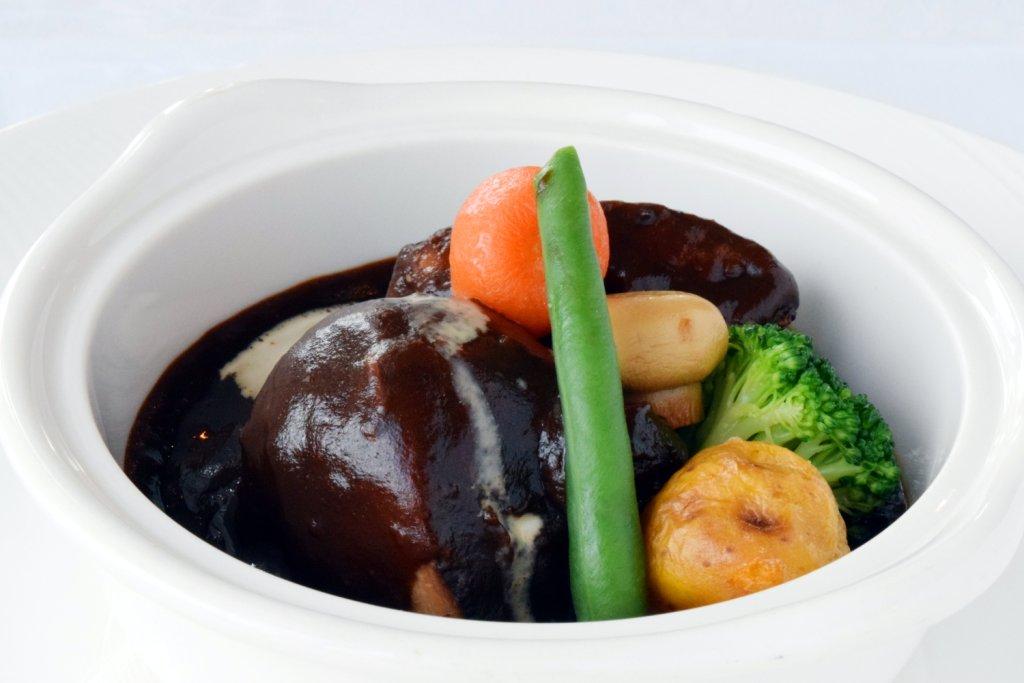 人気No.1メニュー 『地産地消』三河産ポークのデミグラスソース