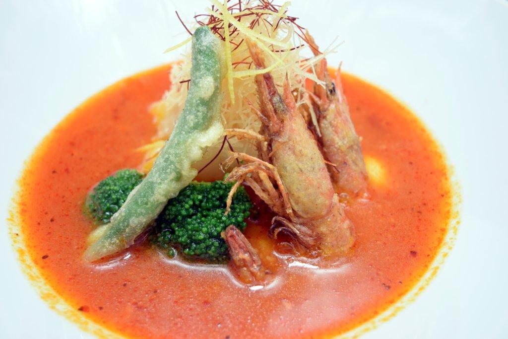 新メニュー『今月のフレンチ』 本日の魚とアカシャ海老 トマトと西京味噌のソース