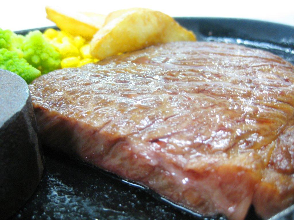 『プレミアムランチバイキング』 鉄板 国産黒毛和牛ロースのステーキ
